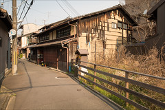 kyoto-0938-ps-w (pw-pix) Tags: street new old house building history overgrown japan fence lights mix weeds ancient kyoto shrine shadows dish windy pole wires vacant land block bent narrow eclectic antennas untidy dwelling mixofoldandnew astreetwestayedin nearhigashiyamastation doinouchicho