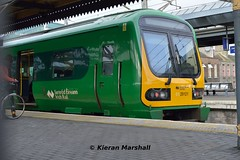 29021 at Connolly, 9/4/16 (hurricanemk1c) Tags: dublin irish train rail railway trains commuter railways caf irishrail 2016 connolly iarnród 29021 éireann iarnródéireann class29000 0815dundalkpearse