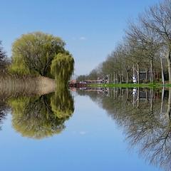 Zierikzee (Omroep Zeeland) Tags: zierikzee spiegelglad grachtweg