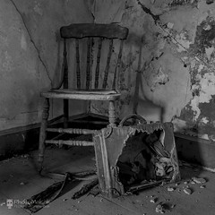I Never Wanted You To Leave (photoMakak) Tags: canada abandoned canon chair quebec decay luggage urbanexploration qubec derelict canonef1740mmf4lusm ruraldecay chaise valise 6d urbex abandonn ruralexploration rurex ruralquebec qubecrural canon6d ruralexplorer urbexqubec urbexquebec photomakak rurexquebec rurexqubec