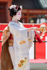 (byzanceblue) Tags: woman white girl beauty japan female japanese dance kyoto traditional maiko geiko geisha  april  kimono gion   miyagawacho hanamachi