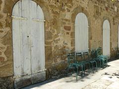 C'est la fin ? (Malys_) Tags: pierre mur chaise bois fer volet