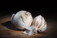 Ail et Oignon (g_raph1979) Tags: stilllife lumire garlic onion lowkey ail oignon flickrunitedaward