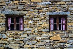 checkered (Fay2603) Tags: old windows building rot museum farmhouse stones fenster sightseeing wald sehenswrdigkeiten zwiesel mauerwerk steinhaus sprossenfenster kariert bayrischer vorhngchen