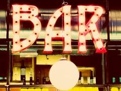 El bar (Angel 24) Tags: madrid bar malasaa copas chueca fuencarral callefuencarral mercadodesanildefonso