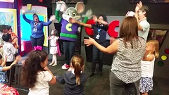 "Singing ""Happy Birthday"" With Chuck E. Cheese (Joe Shlabotnik) Tags: cameraphone video lily violet madeleine chuckecheeses sarahp 2015 bliksem june2015 galaxys5"