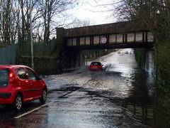 King St Bridge is Flooded Again (7) (dddoc1965) Tags: park street bridge cars water scotland king flooded splashing ferguslie dddoc davidcameronpaisleyphotographer