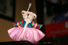 peluche (Jusotil_1943) Tags: toys oso rosa colores desenfoque peluche falda selectivo