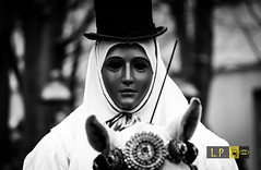 Su Componidori (Luca eskimo) Tags: sardegna carnival party bw horse white black festival sardinia mask ceremony culture bn tradition custom festa carnevale cavallo bianco nero cultura cerimonia oristano folclore sartiglia tradizione componidori carrasecare autolavaggiobatman