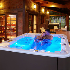 aquavia-spa-cromotherapy-hottub