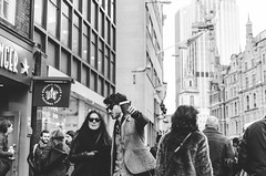 Over there. (Jordi Corbilla Photography) Tags: london 35mm nikon streetphotography streetphoto f18 jordicorbilla jordicorbillaphotography