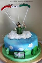 Torta paracadutista (bastaunpodizucchero) Tags: cloud verde green cake montagne nuvola handmade military figurine parachuting torta parachute decorazione fondant panna militare porcelanafria coldporcelain cakedesign paracadutista pastadimais pastadizucchero bastaunpodizucchero