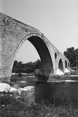 Arta, Grecia (arturo.gallia) Tags: travel river fiume ponte greece grecia viaggio arta pontedeldiavolo devilsbridge