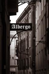 Albergo (Rebel T2i (digital)) Tags: italien italy sign italia verona font sw schrift 2016