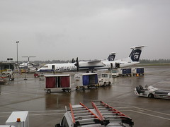 Alaska Air at rainy SEATAC IMGP2737 (CanadaGood) Tags: usa america wa seattle seatac rain airline airplane aircraft 2016 canadagood colour color aeroplane alaskaairlines decade2010