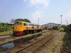 Bang Sue Depot, Thailand (Barang Shkoot) Tags: reflection train thailand diesel bangkok engine loco depot locomotive ge siam gauge cummins bkk gek 1964 1963 generalelectric srt 4010 metre rsr bangsue rotfai
