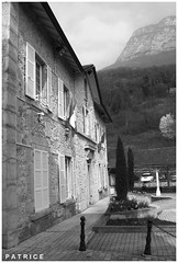 Mairie du Fontanil 2N&B (patrice3879) Tags: statue joseph place expo charles mariage rue eglise mairie salle fronton fontanil passquier