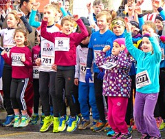 Jump! (Cavabienmerci) Tags: boy sports boys sport kids race children de schweiz switzerland kid à child suisse 10 running run course runners pied runner km laufen payerne 2016 läufer lauf coureur coureurs