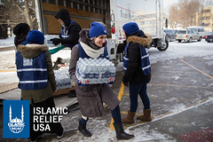 Linda Sarsour hands out cases of water in Flint, Michigan with Islamic Relief USA.