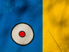 circles (Peter L.98) Tags: blue yellow circles reddot