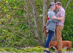 Heather and Keith in Cow Bay (Michelle de Vries) Tags: street hug moment embrace