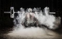 Atleta realizando sentadillas lleno de magnesio (noor.khan.alam) Tags: spain espalda deporte fitness gym gimnasio olimpiadas tatuaje atletismo powerlifting msculos pesas olmpico fuerza culturismo sentidas crossfit halterofilia