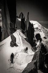 La Corde des Cosmiques (Frdric Fossard) Tags: montagne noiretblanc altitude glacier neige paysage chamonix 74 rocher alpinisme hautesavoie granit alpiniste artedescosmiques corde grandgendarme artedeneige