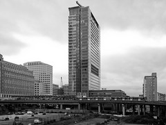 1 West India Quay (Gary Kinsman) Tags: 1westindiaquay london docklands canarywharf 2005 architecture tower highrise modern modernist modernism glass steel poplardlrstation poplar dlr bw blackwhite space clouds overcast isleofdogs