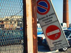 Discarica #01 (Samuele Silva) Tags: auto italia place liguria centro it porto parcheggio imperia torri divieto luogo vietato distruzione discarica rottami rimozione