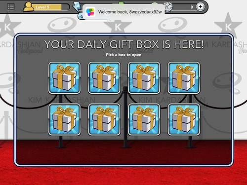 Kim Kardashian: Hollywood Daily Reward: screenshots, UI
