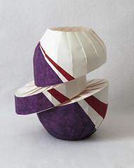 Uphill-downhill diagonal shift vase