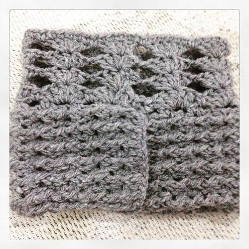 Só falta o botãozinho ! #boho #picoftheday #crochet #bootcuffs #bunicachica #instabest #instagirl #acessorios #inverno  www.bunicachica.com.br