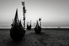 Three..... (R.I.Jewel) Tags: sea sky people boat blackwhite bangladesh coxsbazar