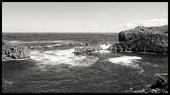Acantilados de Buelna (josean0310) Tags: blackandwhite naturaleza blancoynegro mar acantilados