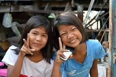 pretty preteen girls sending you peace (the foreign photographer - ) Tags: girls signs portraits thailand nikon pretty peace bangkok preteen khlong bangkhen thanon d3200