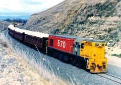 DA 570 27/03/1983 Feilding, NZ (DX 5517) Tags: g12 570 nzr excursiontrain steamincorporated emdg12 gmemdg12 steaminc daclass locohauledpassengertrain da570 wanganuirivercityrailranger