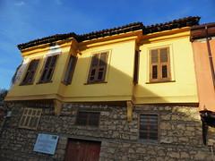Βαροσι Εδεσσα P1170950 (omirou56) Tags: windows sky colors yellow europe shadows greece macedonia edessa timeless 43 macedonian μπλε makedonia ελλαδα κιτρινο χρωματα ουρανοσ μακεδονια macedoniagreece εδεσσα σκιεσ παραθυρα panasoniclumixdmctz40 βαροσι