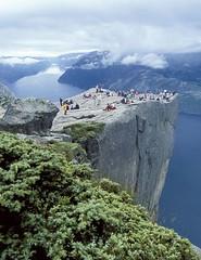 Noruega (www.iest.es) Tags: travel norway evening europa europe arboles nieve viajes noruega montaa turismo vacaciones viajar aventura bosques vegetacion acantilados fiordos auroraboreal