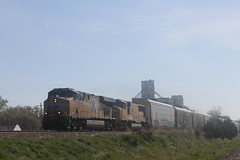 53246 (richiekennedy56) Tags: usa unitedstates kansas unionpacific perry sd70m es44ac up4201 railphotos jeffersoncountyks up7370