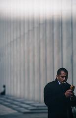 Defense pause dejeuner 10  (1 sur 1) (west elsa) Tags: silhouette canon homme dfense urbain