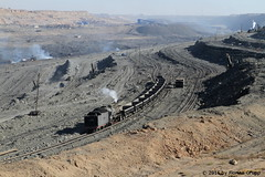 I_B_IMG_6213 (florian_grupp) Tags: china railroad train landscape asia mine desert muslim railway steam xinjiang mikado locomotive coal js steamlocomotive 282 opencastmine sandaoling