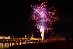 Dresden Feuerwerk (MaryLu89) Tags: bridge water skyline germany dresden wasser nacht firework brcke gebude elbe feuerwerk elbflorenz elbeufer