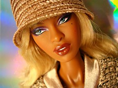 Close-up (Deejay Bafaroy) Tags: portrait hat fashion closeup toys doll barbie portrt hut blond blonde makeda adele fr royalty puppe bombshell integrity