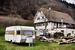 Black Forest Camper (sigi-sunshine) Tags: camping house architecture haus architektur camper schwarzwald blackforest campingplatz wohnwagen bauernhaus schwarzwaldhaus