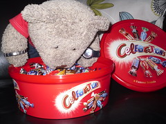 CHOKLIT! (pefkosmad) Tags: bear red mars food stuffedtoy ted toy candy twix teddy chocolate fluffy caramel celebrations galaxy snickers tub plushie sweets bounty confectionery maltesers milkyway teasers choklit tedricstudmuffin
