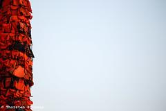 """Aufbau Ai Weiweis """"Safe Passage"""" Installation in Berlin (tsreportage) Tags: berlin art boot boat kunst refugees installation mitte lifejackets lifevests schlauchboot gendarmenmarkt schauspielhaus aufbau aiweiwei rettungswesten fluechtlinge abschottungspolitik gefluechtete"""