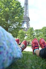 Hermanas (janette990) Tags: travel paris sisters nikon eiffeltower eiffel nike toureiffel torreeiffel champdemars zapatillas hermanas nikond3200 d3200