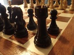 schach spiel  P2070852 (Thomas Rossi Rassloff) Tags: game sport play board chess zug brett holz weiss schwarz figur spiel aktion plastik denken schach plaste