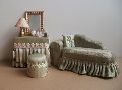 Green vanity and couch (RD1630) Tags: green lamp beautiful mirror miniatures lampe miniature pretty perfume spiegel vanity mini couch romantic stool 112 pouf dollhouse miniatur schminktisch puppenhaus flakon