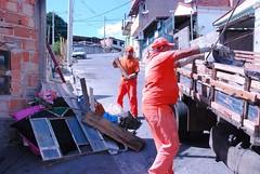 Mutirão de combate ao Aedes aegypti recolhe 15 toneladas de inservíveis no bairro Capitão Eduardo (Prefeitura de Belo Horizonte) Tags: combate eduardo bairro bh dengue slu capitão agentes pbh garis aedes chikungunya mutirao zikavirus